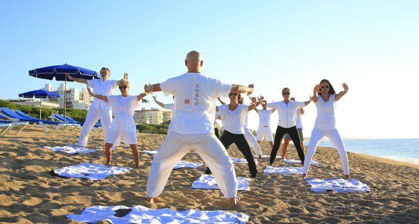 Jak stawiać pierwsze kroki z jogą?
