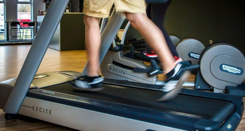 Jak ćwiczyć, by spotęgować całkowite spalanie tłuszczu?