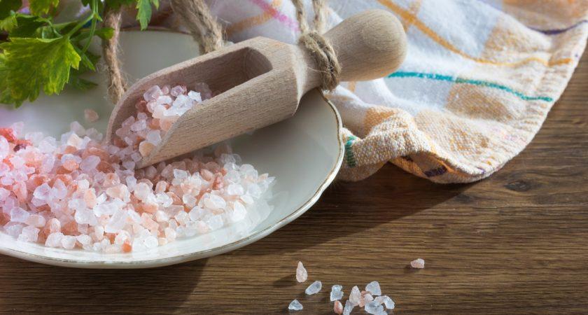 Sól himalajska – czy naprawdę jest lepsza od zwykłej soli?