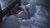 Grzeszki żywieniowe przed snem – jak ich uniknąć?