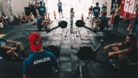 Tego na siłowni robić nie wolno – 5 najczęściej popełnianych błędów